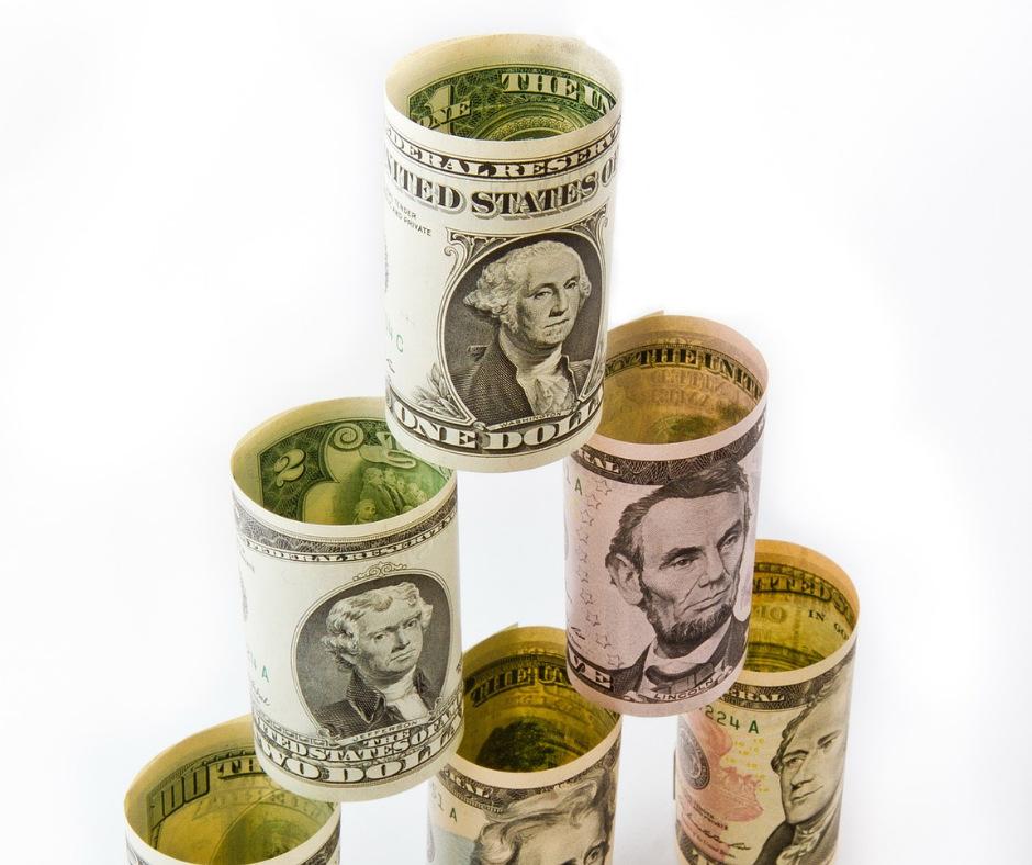 Piramida finansowa ? co to jest i jak działa?